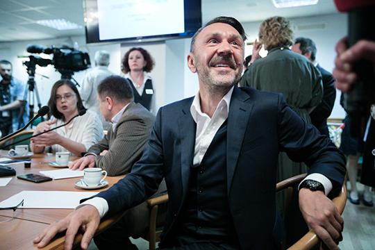 Шнуров держал пальму первенства по привлечению внимания СМИ и желающим сделать с ним селфи