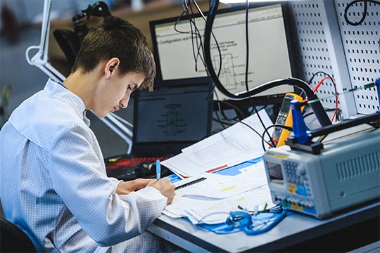 Творческие специалисты смогут узнать больше про «3D Моделирование для компьютерных игр», графический дизайн, ювелирное дело или флористику