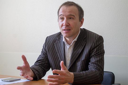Сергей Сергеев—один изарбитражных управляющих первой волны. Онбанкротилскандально известное ООО«Софт-Трейд»— сдолгом в2,7млрд рублей иуголовными делами