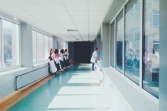«Как врач я понимаю, что медицина не должна быть платной. С другой стороны, понимаю, что для хорошей работы врач должен получать хорошую заработную плату. Как эти две вещи совместить — мне сказать трудно»