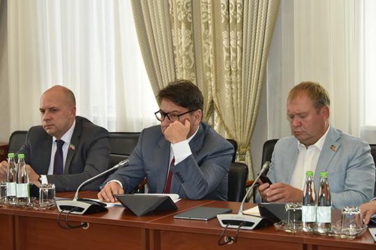 Единственное, очем все спрашивал Андрей Егоров (справа),— это когда кончатся запасы нефти вТатарстане