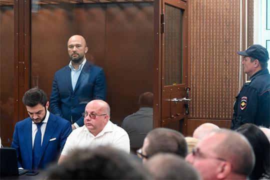 Суд арестовал директора иоснователя компании «Новый поток», бывшего совладельца Антипинского НПЗДмитрия Мазурова,которого подозревают вмошенничестве ирастрате кредитных средств вособо крупном размере