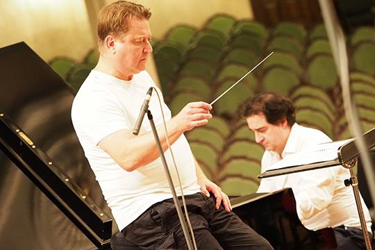 Выступающий вЗальцбурге иКарнеги-холле пианистМаксим Могилевскиймного лет мечтал сделать запись сГСО РТ