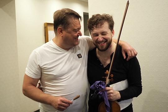 Скрипач изПерми, лауреат множества международных конкурсовПавелМилюковсолировал вконцерте для скрипки