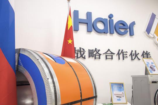 Своим названием бренд Haier обязан германским партнерам. Имя родилось издвух последних слогов откитайского варианта Liebherr (произносилось как «li-bo-hai-er»)