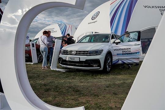 Volkswagen— также несмог проехать поперек падающего рынка.46 единиц до510 регистраций потерял среднеразмерный кроссовер Tiguan (от1,5 млн)