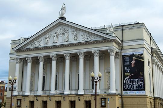 «Надо понимать, что в театре оперы и балета два года идет реконструкция, на три летних месяца они выключаются из процесса»