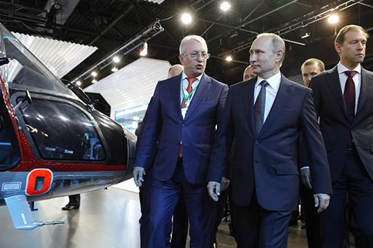 Сверхуспешным, вовсяком случае повертолетной части, выдался нынешний МАКС дляНиколая Колесова. Емуудалось вполной красе представить новинку«Ансат-РТ»Владимиру Путину