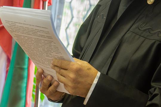 Глава уголовной коллегии республики отчитал председателя ПриволжскогосудаРинат а Сафиназа«копипаст» вприговорах ипостановлениях.Оргвыводы сделаны— рабочее место покинул помощник Сафина. Также онбыл пресс-секретарем суда