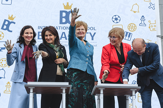 Альбина Насырова: «Это школа нового поколения. В 2018 году мы получили аккредитацию Кембриджского университета, и теперь официально являемся Кембриджской международной школой»
