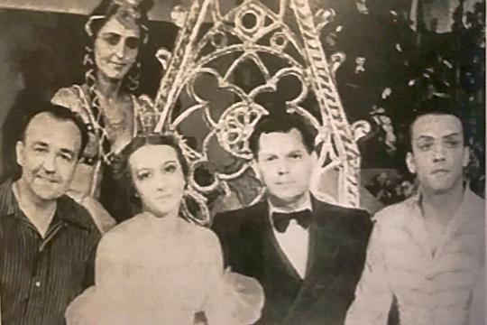После балета «Бахчисарайский фонтан». Галина Уланова сидит, Альфия Айдарская стоит. Казань, 1951 год