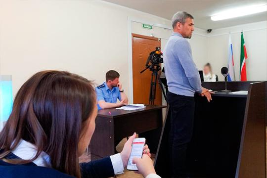 По словам Шайхелисламова, первая встреча с Закировым и Хасьяновым состоялась в здании подразделения по борьбе с оргпреступностью в Казани на улице Карла Фукса