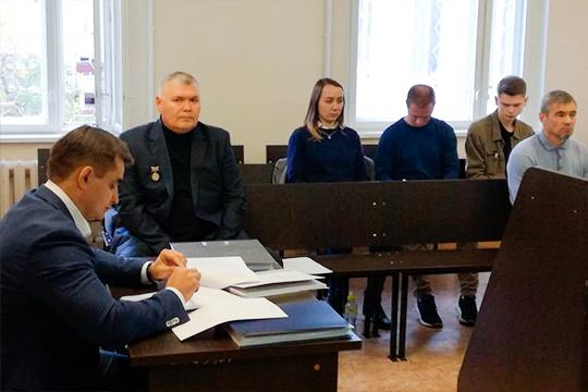 После недельного перерыва в челнинском суде сегодня продолжилось рассмотрение уголовного дела в отношении бывшего начальника местного ОБОП Даниля Закирова