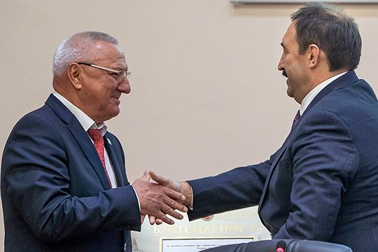 «Азат Киямович правильно сказал: он никуда не уходит, здесь, близко, в пределах досягаемости», — подтвердил премьер-министр Алексей Песошин