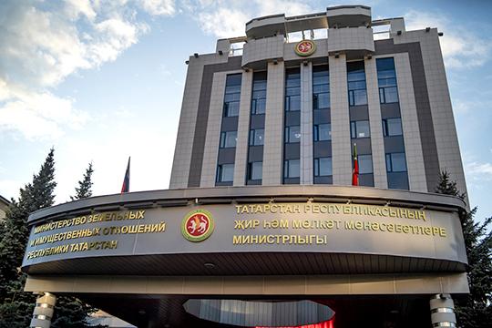 Работники министерства если и выглядели слегка встревоженными, в этом не признавались, твердя, что Азат Хамаев — «самый лучший человек на свете, самый лучший начальник»