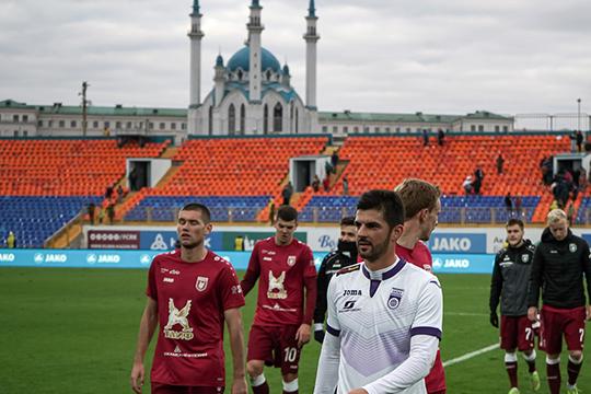 «Рубин» потух: пустые трибуны, скучный футбол, недовольный фанатами Шаронов