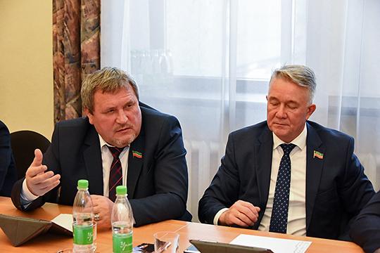 Ркаилу Зайдулле (слева), судя по всему, суждено быть в нынешнем татарстанском парламенте главным защитником не только национальных интересов, но и всей сферы культуры, а также журналистики