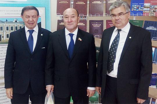 Поздравить институт с юбилеем пришел и экс-министр сельского хозяйства и продовольствия Татарстана, а ныне заместитель председателя госсовета РТ Марат Ахметов