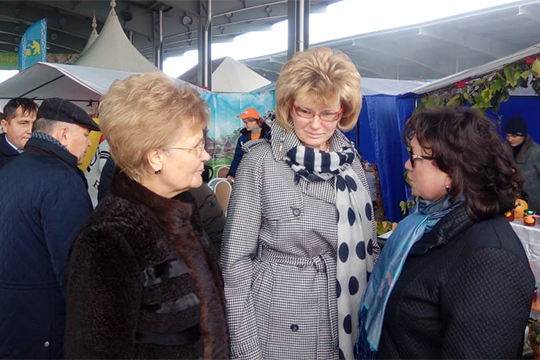 Здесь была гостья из федерального кабмина — заместитель министра просвещения России Ирина Потехина (в центре)