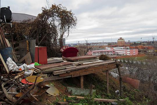 Попытки достучаться до владельцев домов, стоящих на территории СНТ со стороны ул. Даурская, не увенчались успехом