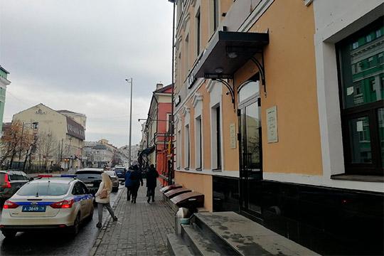 Филиал популярного вКазани халяль-кафе «Ханума» заработал наЧернышевского, 29а вфеврале этого года. Онрасположился в здании наместе некогда популярного вгороде ресторана узбекской кухни «Хумо»