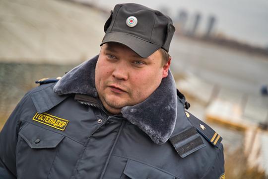 В сегодняшнем рейде принимал участие и представитель Гостехнадзора, который собирался проверить технические средства, на которых горожане захотели бы выехать на лед