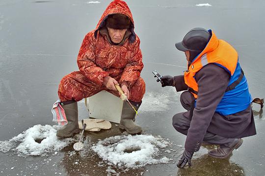 Рыбаки, с которыми удалось побеседовать корреспонденту «БИЗНЕС Online», все как один отвечали, что не боятся провалиться в воду