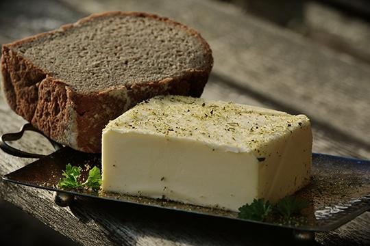 «После каждый пробы рот нужно прополоскать водой, чтобы нейтрализовать предыдущий образец. Закуска тоже нейтральная: крекеры, хлеб с маслом или сыр»