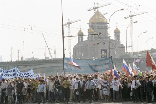 «В 1990-е годы в столице не было человека популярнее Лужкова. 12 июня 1996 года за Юрия Михайловича проголосовали 88,49% москвичей. Это была настоящая всенародная любовь»