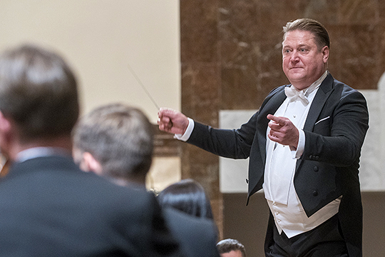 Предновогодний концерт Государственного симфонического оркестра РТ под управлением Александра Сладковского был посвящен великому чешскому романтику, создателю национальной музыкальной школы Антонину Дворжаку