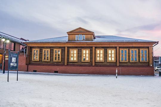 Сохранился и первый роддом в доме Халфина (на фото)— один из немногих памятников деревянного зодчества начала XX века