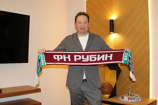 На нового тренера футбольного клуба «Рубин» Леонида Слуцкого мэр возлагает большие надежды