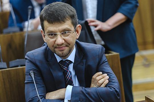«Это давно надо было сделать, мы ждали этого, — порадовался сегодняшней новости депутат Госсовета РТ, директор казанской школы №165 Айдар Шамсутдинов.