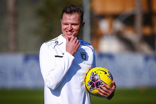 «Тарасов — опытный футболист, который со всеми регалиями. Я вызывал его в сборную России»