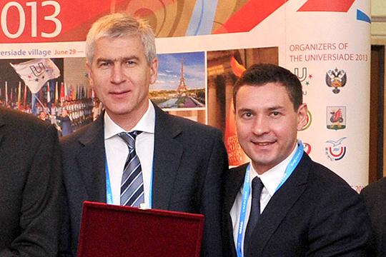 Первоначально на повышение рассматривался министр спорта РТ Владимир Леонов (справа)