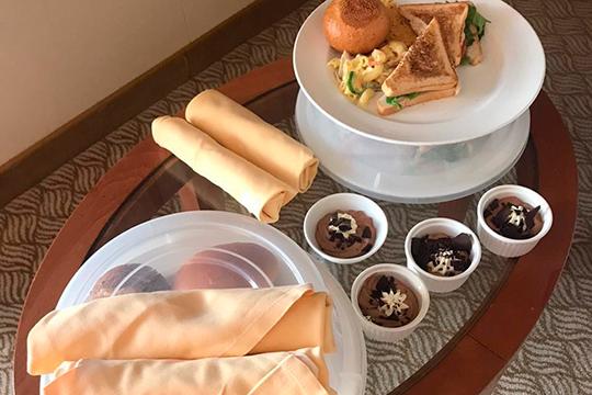 «Завтрак у нас сегодня был в 14.30 — бутерброды и бутылка воды, — описал житель Казани Олег Щербаков