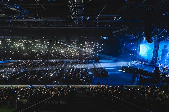 Народу собралось много, но переаншлага, как на концерте группы «Ленинград», не случилось