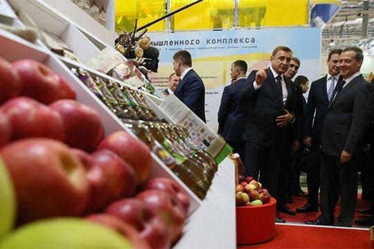 Дмитрий Медведев то и дело нахваливал российских сельхозпроизводителей