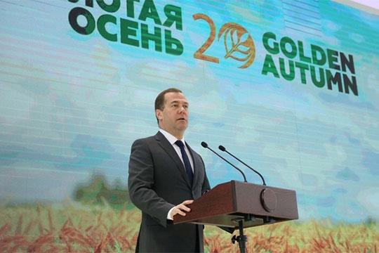Дмитрий Медведев: «Мы продолжим строить дороги и жилье, школы и клубы. Делать все, чтобы люди на селе могли жить в нормальных, близких к городским условиях»