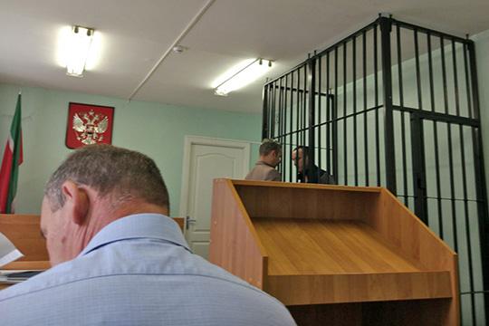 Нижнекамский городской суд отправил в колонию общего режима на 5 летСергея Коновалова,которого обвинили в краже 15 миллионов рублей у Сбербанка