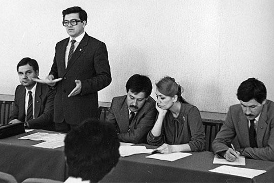 Андрею Ершову (слева)была поручена подготовка кадров новых чиновников (на фото ссекретарем ЦК ВЛКСМ Николаем Пальцевым, 1986 год)