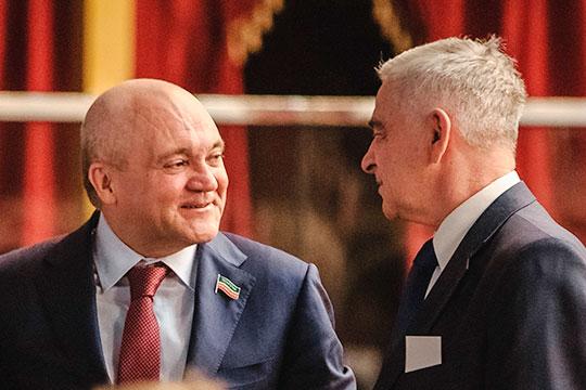 Сегодня Мунир Гайнуллов (слева) — совладелец крупнейшего строительного холдинга Закамья идепутат Госсовета РТ