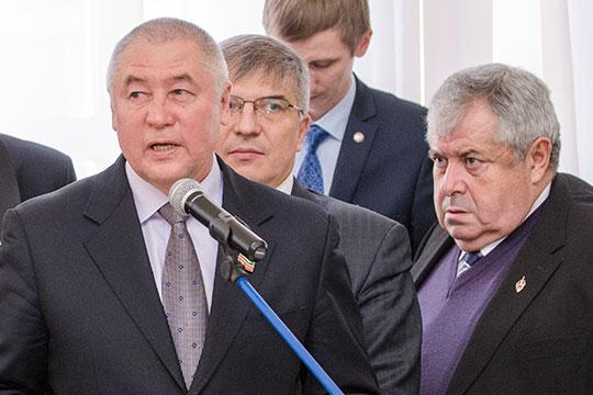 Кконцу 90-х годов Фоат Комаров стал одним изсамых влиятельных бизнесменов наюго-востокеРТ (на фото сЛеонидом Штейнбергом (справа)