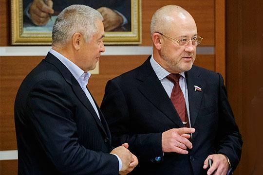 В2012 году, после окончания депутатских полномочий, Мурад Гадыльшин (справа) был назначен председателем совета директоров альметьевского ОАО«Автострада» (входит вСНП-Нефтегаз»Фоата Комарова (слева)