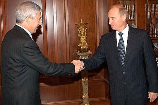 СТатарстаном Фарит Газизуллин всегда сохранял хорошие отношения, хотя вего отъезде вМоскву когда-то видели ируку казанского Кремля, якобы устранявшего таким образом конкурента