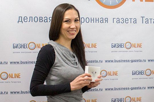 Был определен первый победитель промежуточного этапа. Счастливицей оказалась 28-летняяДинара ШмигляизКазани. Она посетила редакцию «БИЗНЕС Online», где ей вручили долгожданныйприз— наушники AirPods