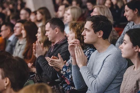 Зрителей ждал еще один сюрприз— ГСО РТисполнил набис свою визитную карточку, «Стан Тамерлана» Александра Чайковского