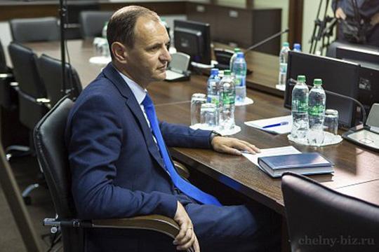 Олег Афанасьев:«Незнаю, уместноли такое сравнение, ноНабережным Челнам нужен вуз вроде Бауманки, который вмещает всебя сотни технических профессий»