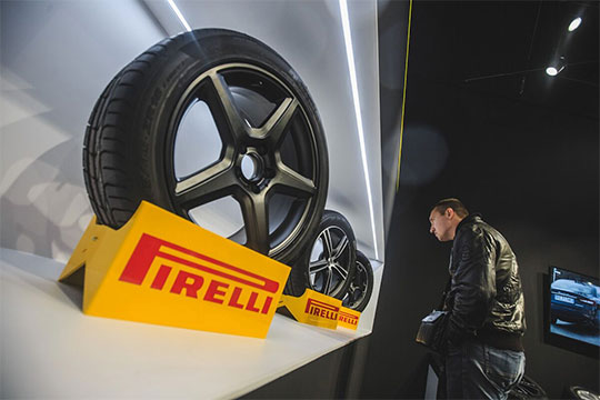 Pirelli— мировой гигант попроизводствушин. В1964 году онначал издавать корпоративный календарь, который изобычного маркетингового инструмента быстро превратился внечто большее