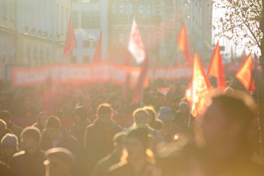 Революция невпереди инепозади, она как началась сотню лет тому назад, так ипродолжается, иэто общемировой процесс, объясняет Сергей Шнуров
